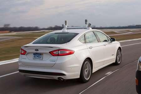 ford-puts-self-driving-car-on-show1